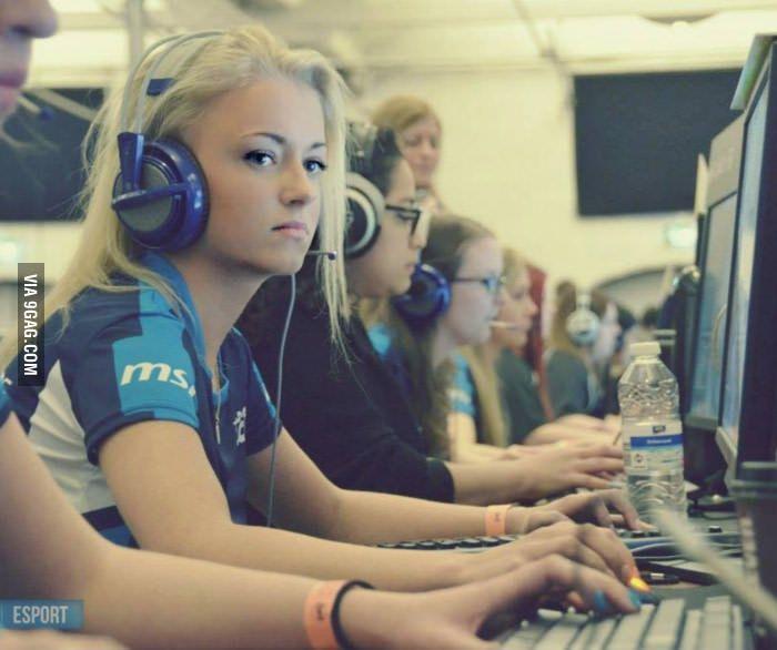 Danish Csgo Gamer Girl Beat It Rest Of The World -4109