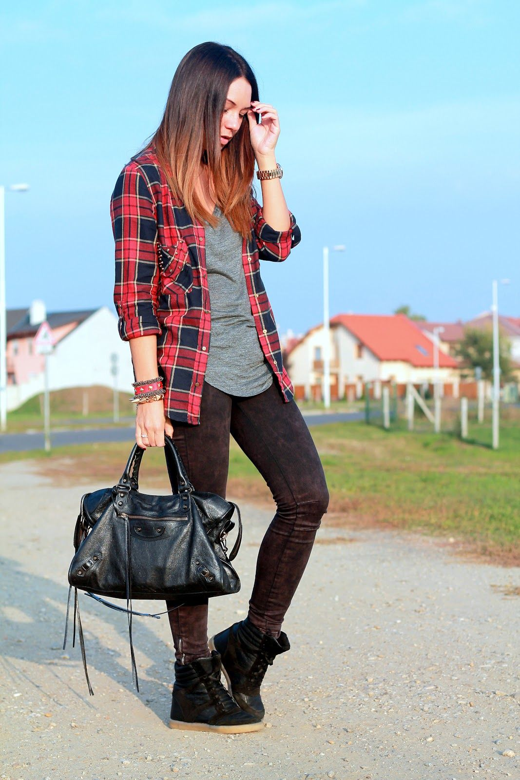 Flannel shirt bag  Cashmere in Style  Laidback plaid shirt u sneakers Mariann Mezo