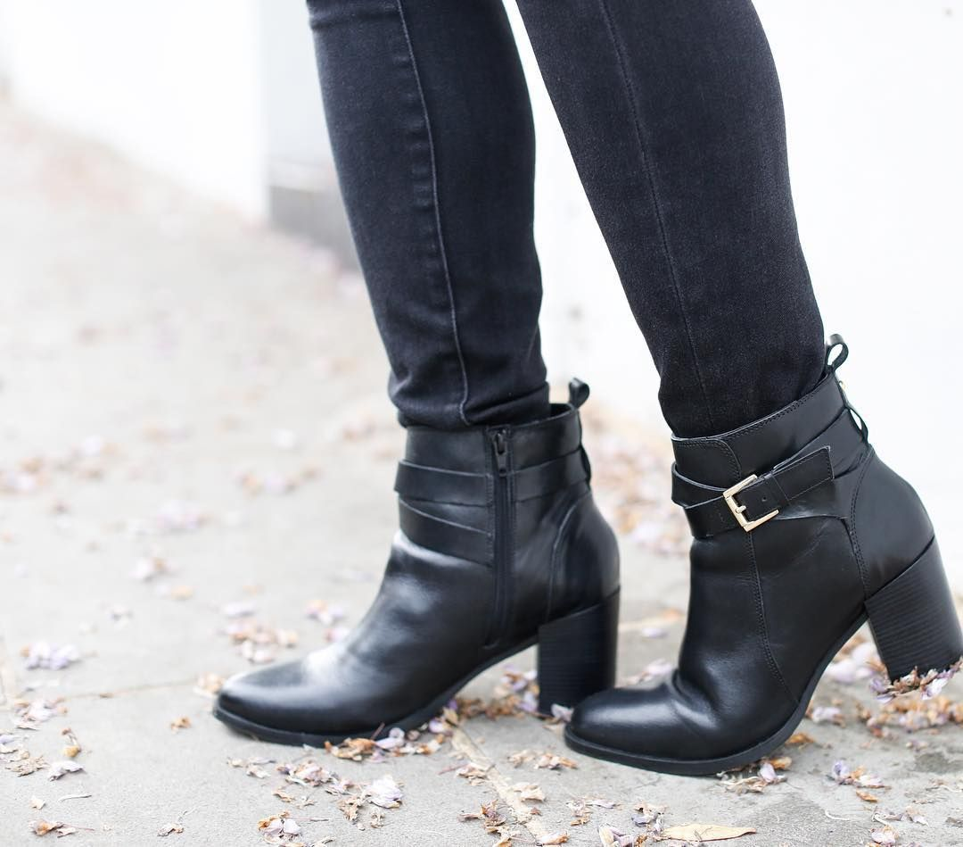 Today's post is all about the ankle boots. Bought my first good pair from @officeshoes that I adore plus I think they look pretty good with wisteria petals  The link is in my bio for you to read!
