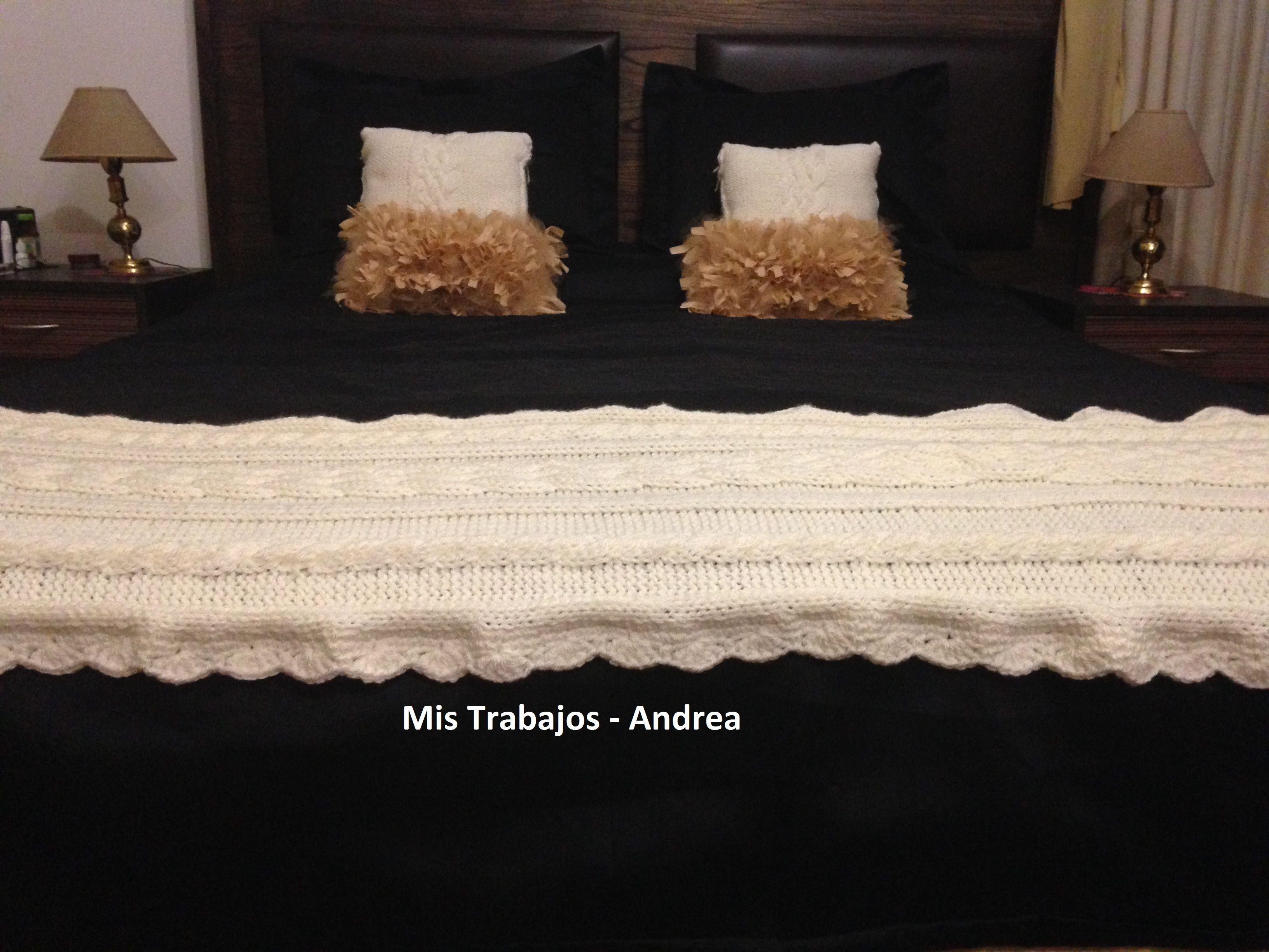 Pie de cama tejido.-