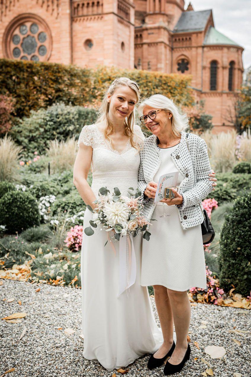 Mariage Fleuri Villa Quai Sturm en 2020 Robe de mariee