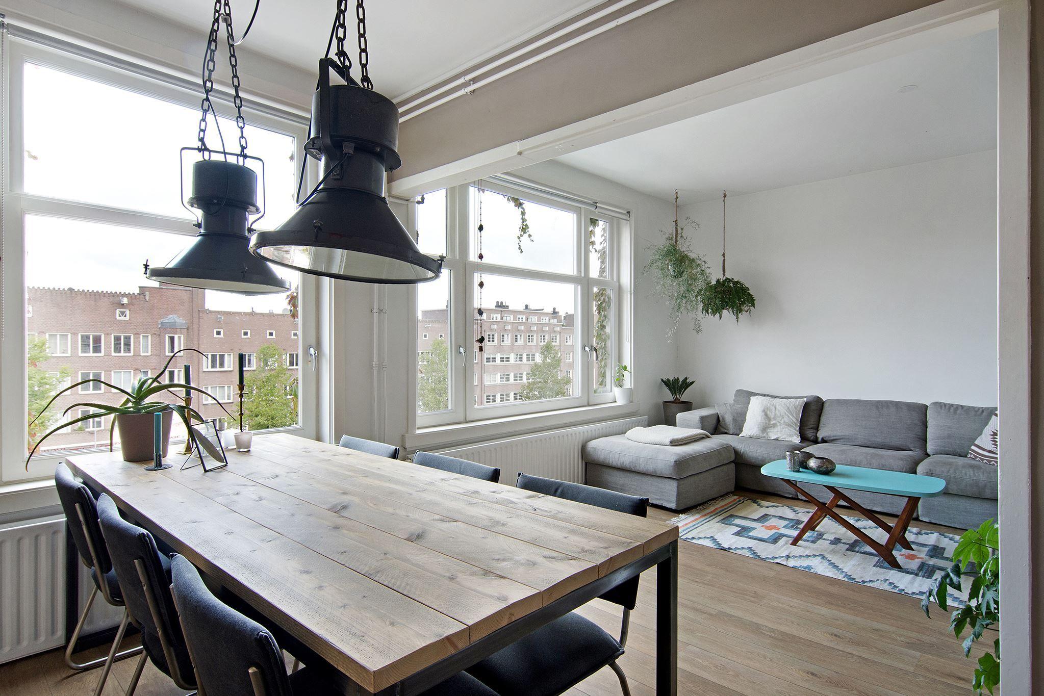 Het betreft een fantastisch, zeer charmant en licht 3-kamer ...