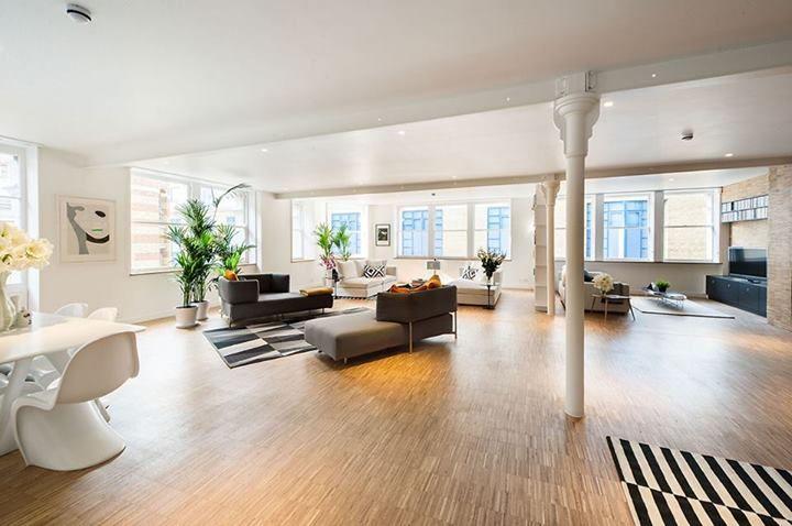 East London Penthouse by SIRS Design per il soggiorno