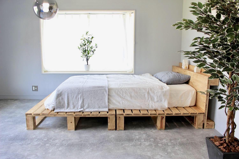 パレットベッドの作り方 Spf材と角材を組み立てて自作する Vol 35 無印良品のコットンシーツでナチュラルに仕上げる パレットベッド ベッド の 作り方 ベッドフレーム Diy
