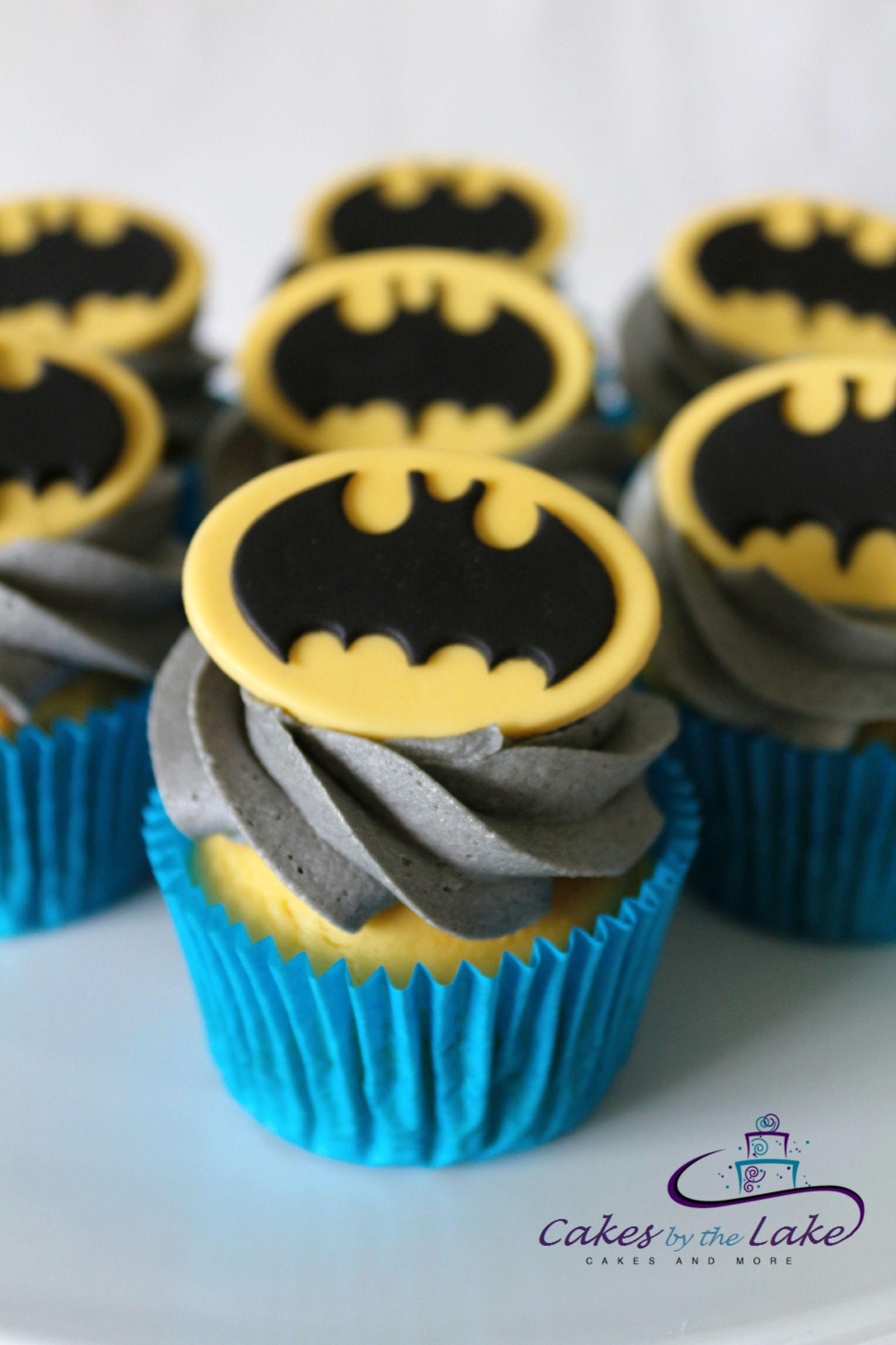 Batman Cupcakes Here Is A Dozen Superhero Cupcakes With
