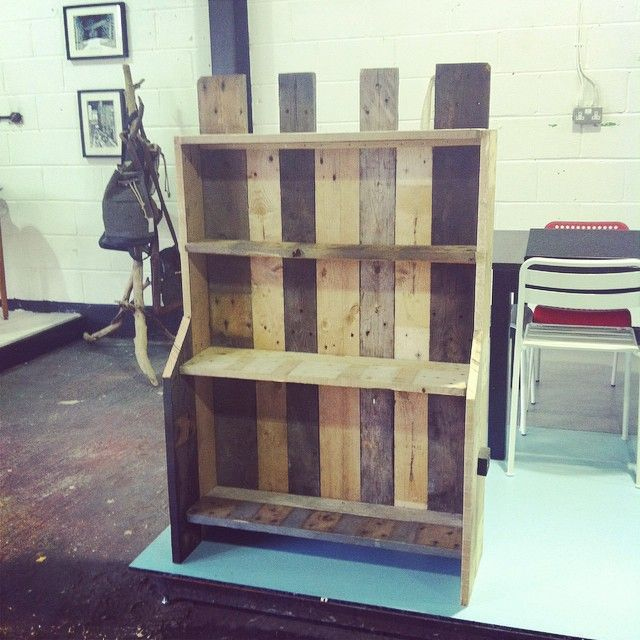 Pallet bookcase - made using reclaimed pallets by Andy Davy