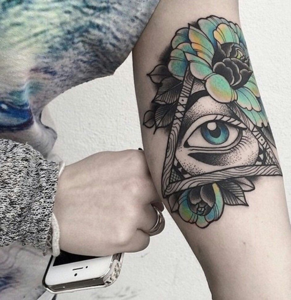 The all seeing eye Third eye tattoos, Triangle tattoos