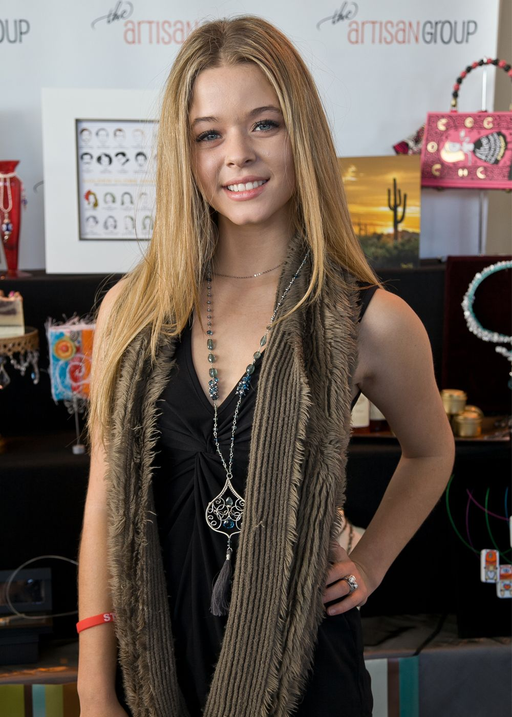 Sasha pieterse from pretty little liars 2012 golden globes gift sasha pieterse from pretty little liars thecheapjerseys Images