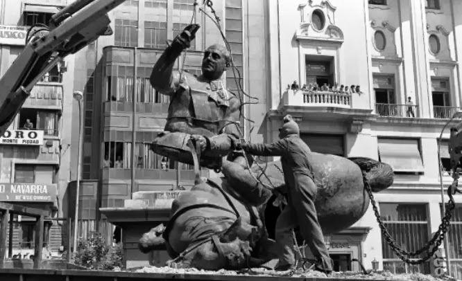 Búscame en el ciclo de la vida: 794. El general Franco en los infiernos.