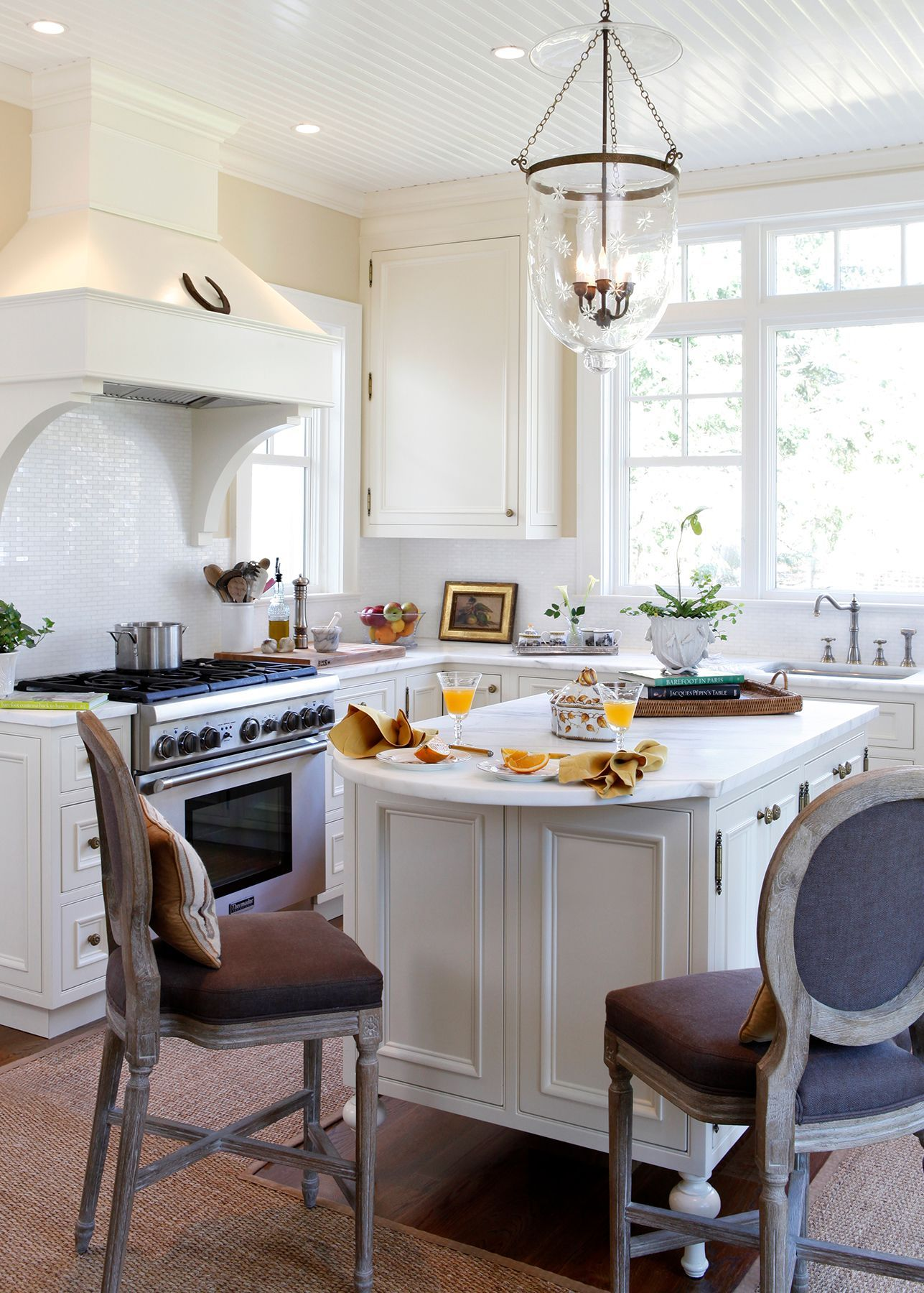 white kitchen cabinets to brighten up your cooking space
