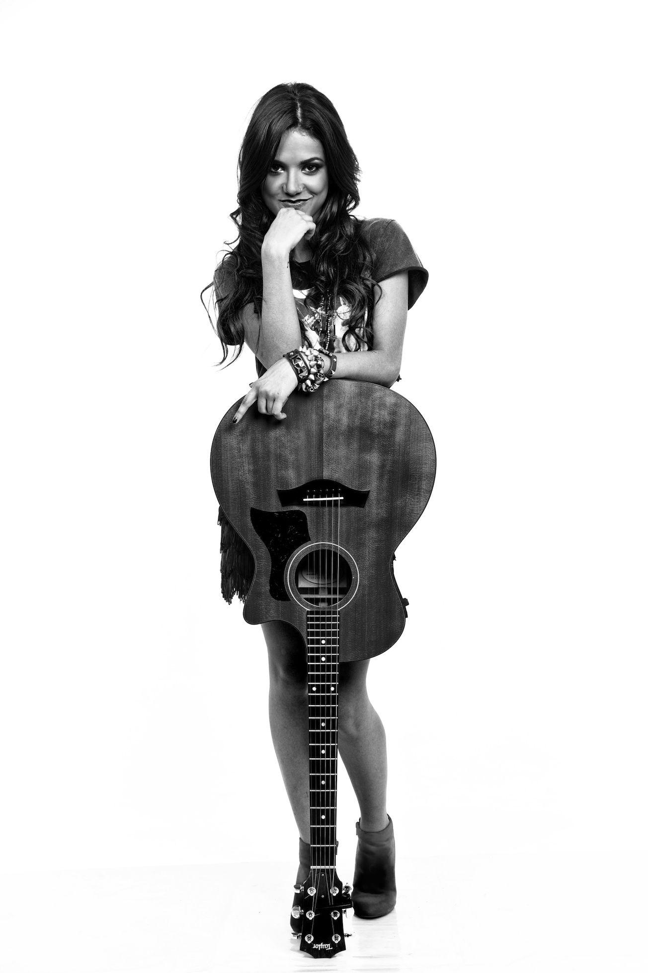 Manu Gavassi e seu violão (: