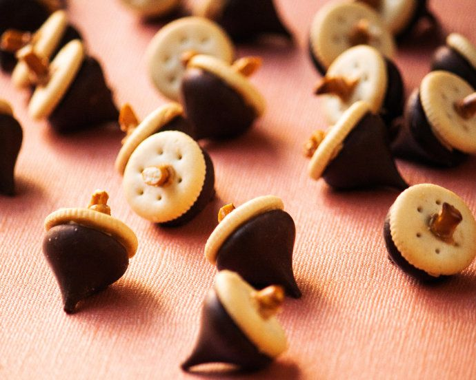 Acorn Modelling Chocolate Desserts. Material: Peanut
