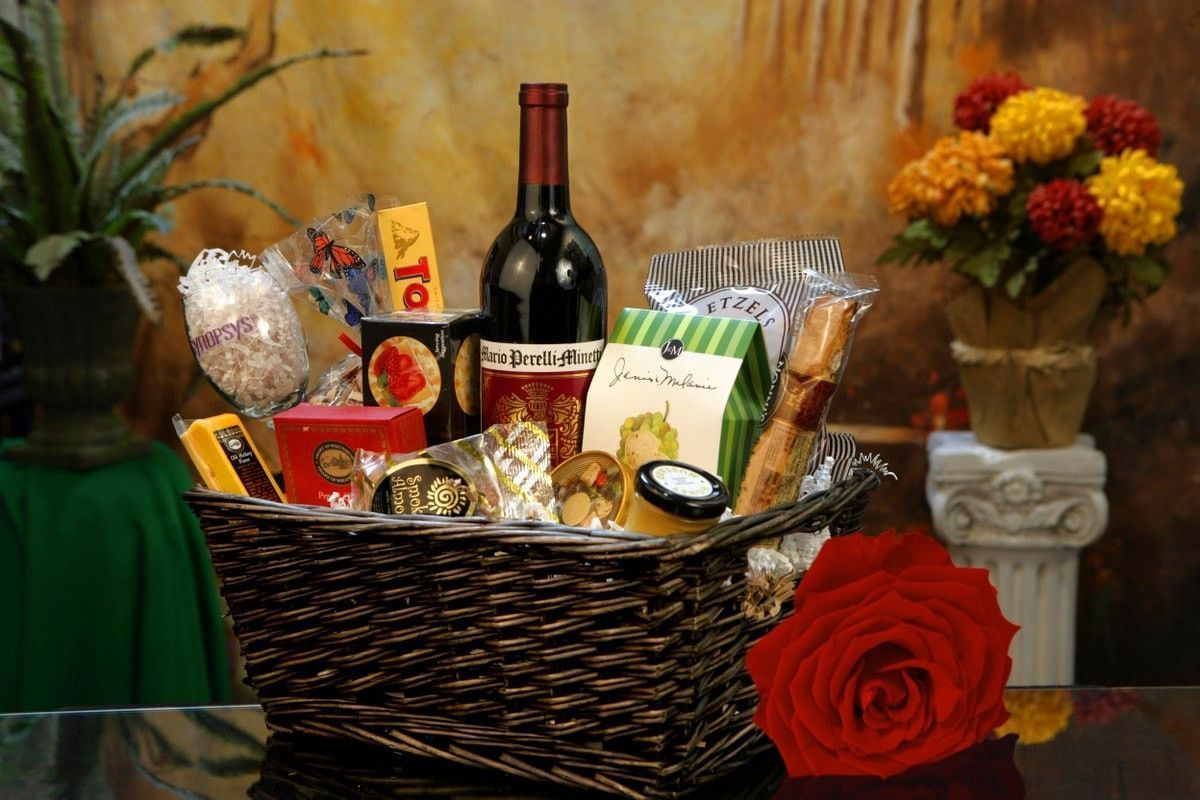 Top Homemade Christmas Gifts Christmas Gifts Baskets #boyfriendgiftbasket Top Ho…