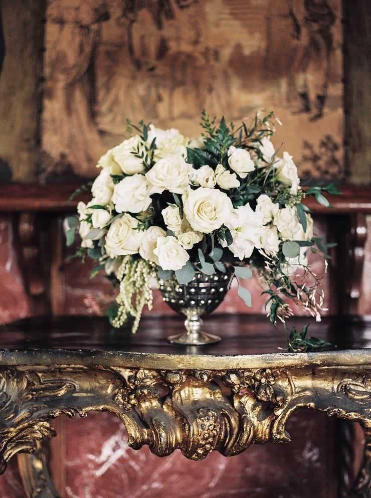 Wedding flower arrangement | Bridal inspiration shoot at old world castle | itakeyou.co.uk