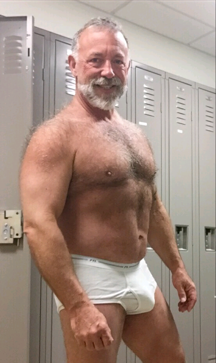 Hot mature bear cumming