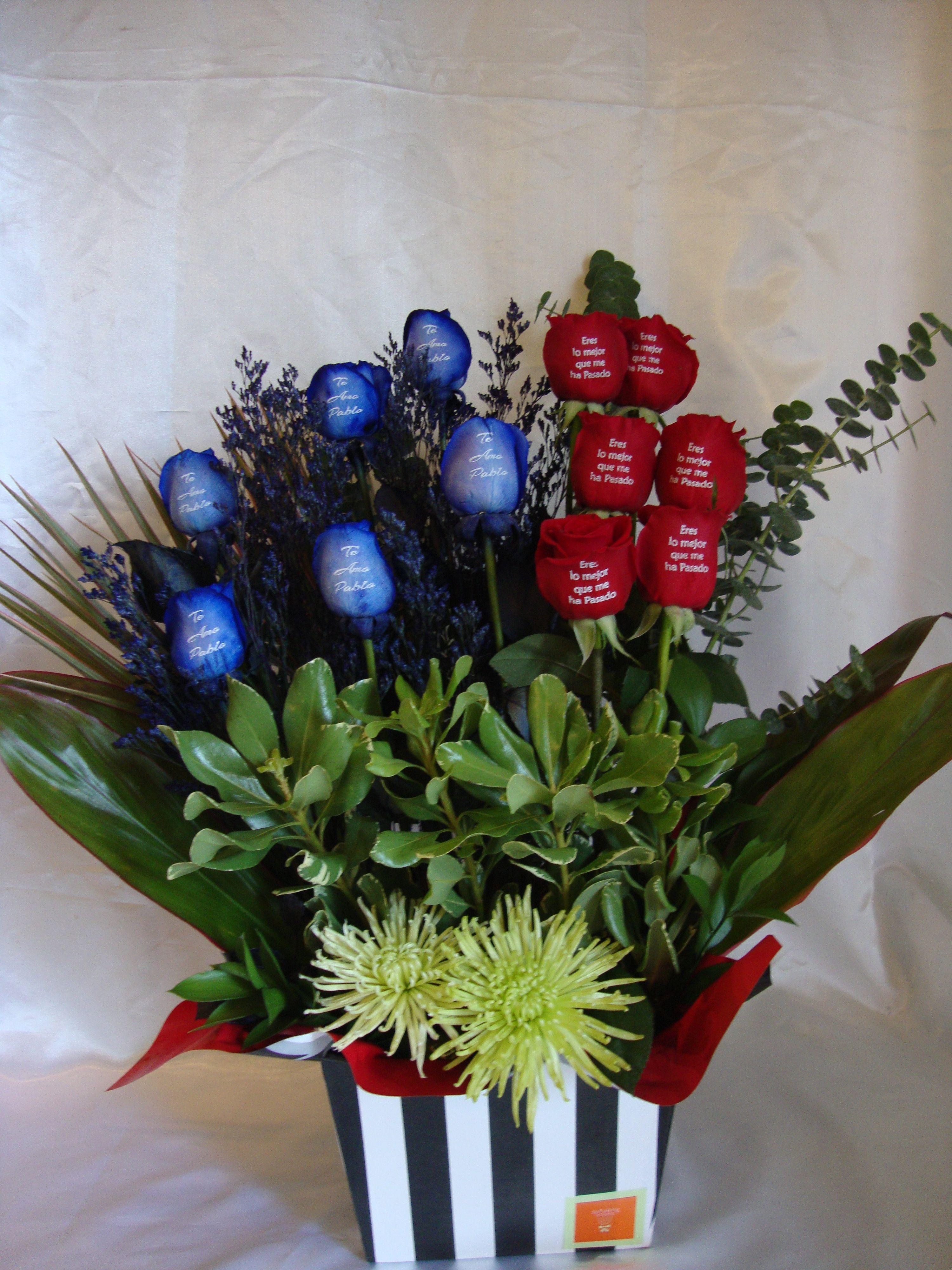 Arreglo Con Rosas Azules Y Rojas Con Mensajes Impresos Floripa