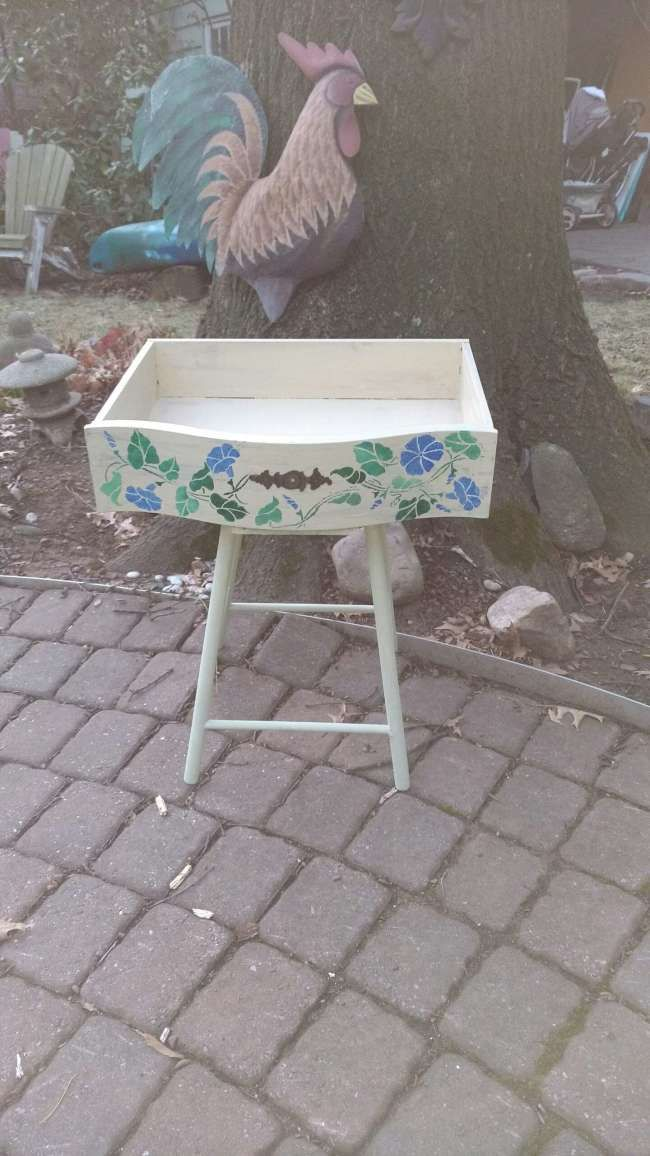 Repurposed drawer table or planter