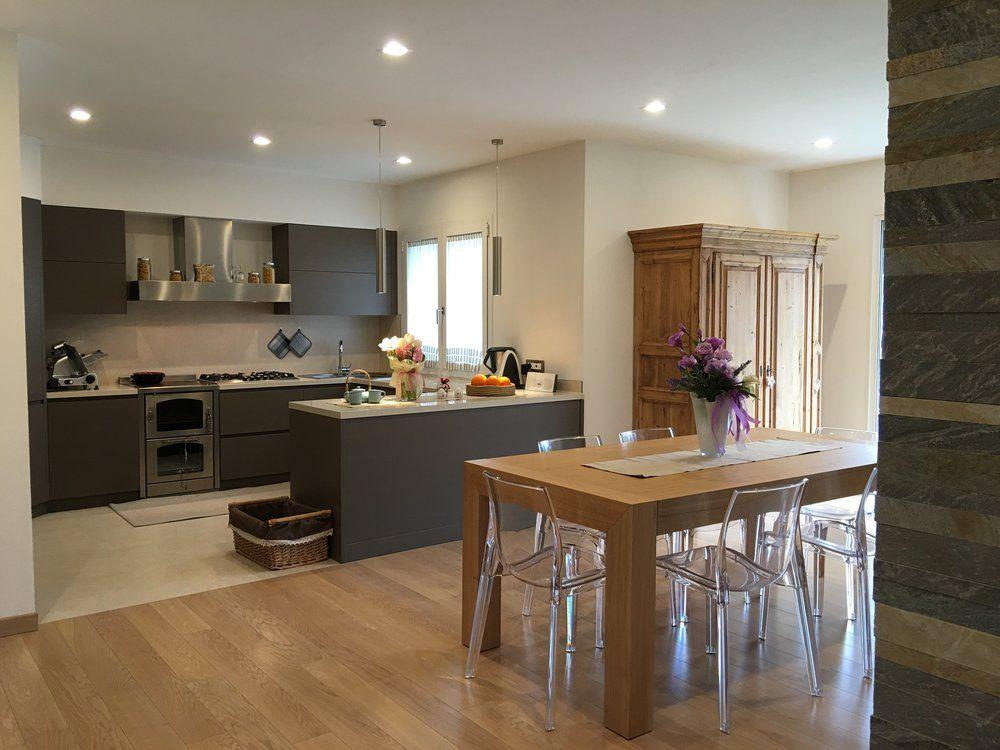 Cucina e sala da pranzo moderna  Arredamenti Moderni