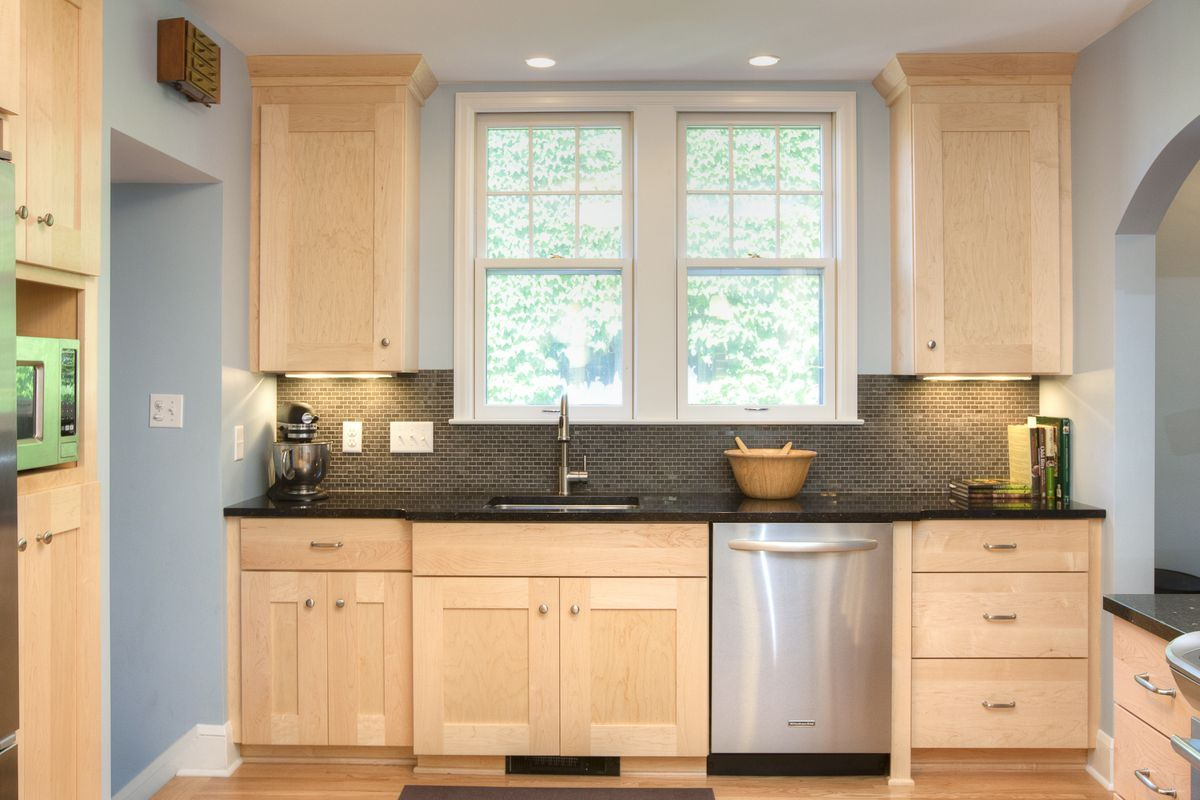 5fc680610a354607e4445b6c186281f7 Jpg 1 200 800 Pixels Maple Kitchen Cabinets Custom Kitchen Cabinets Kitchen Design