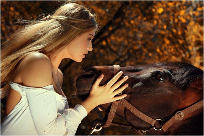 art 4 logic: Women and Horses by Shibina Nadegda