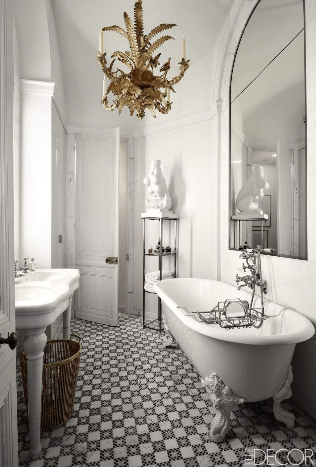 30 Black And White Bathrooms To Inspire