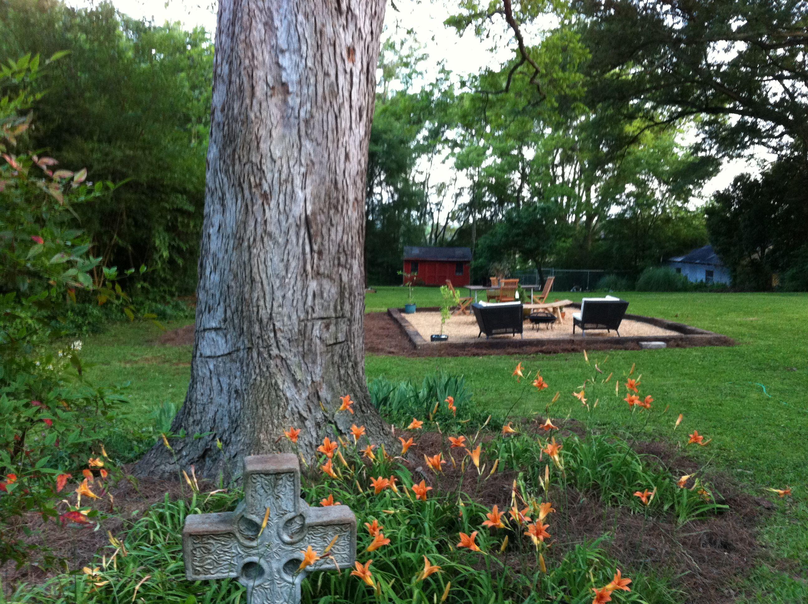 pea gravel patio | Backyard, Gravel patio, Pea gravel patio