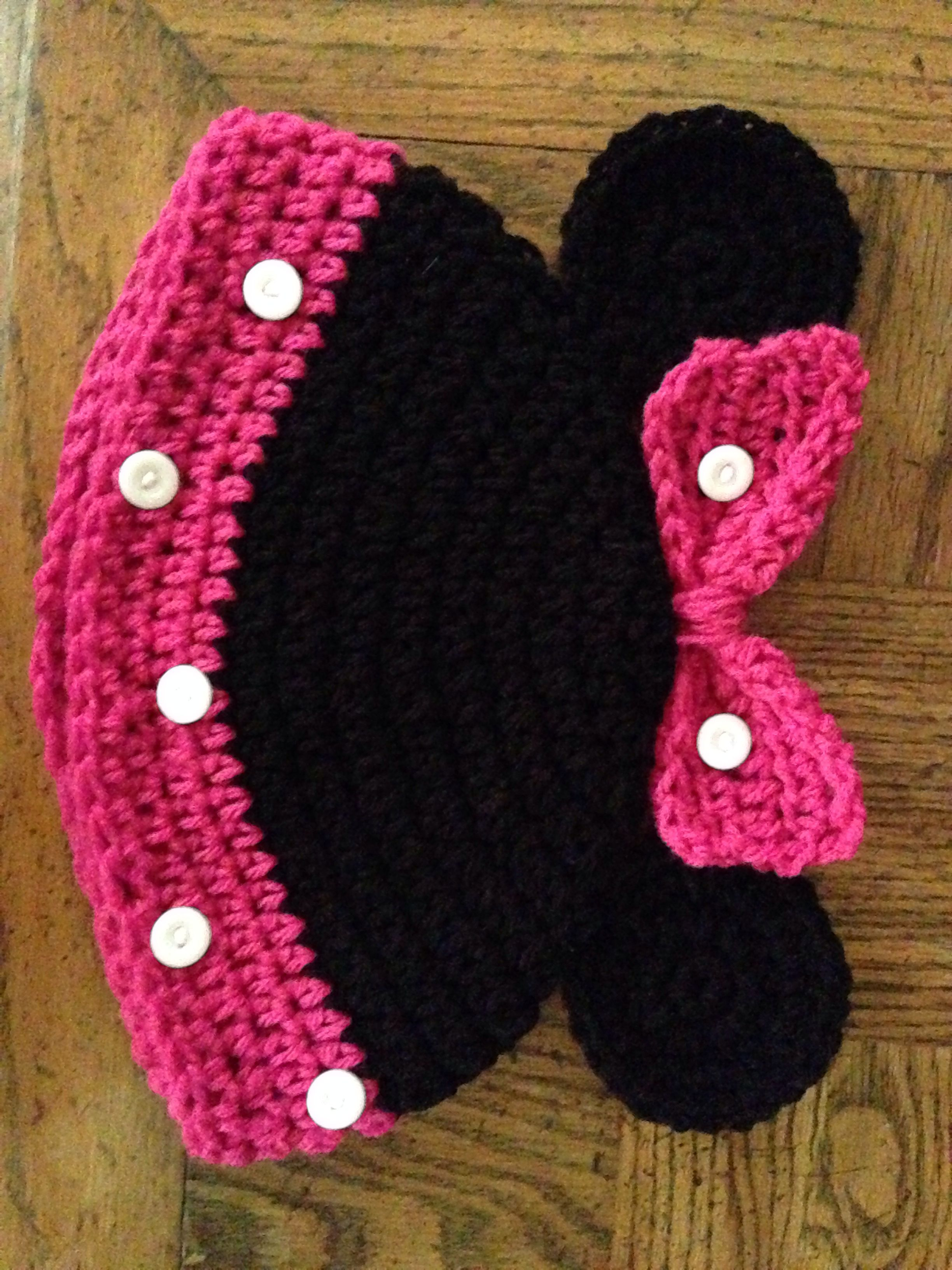 Minnie Mouse beanie. http://www.repeatcrafterme.com/2012/06/mickey ...