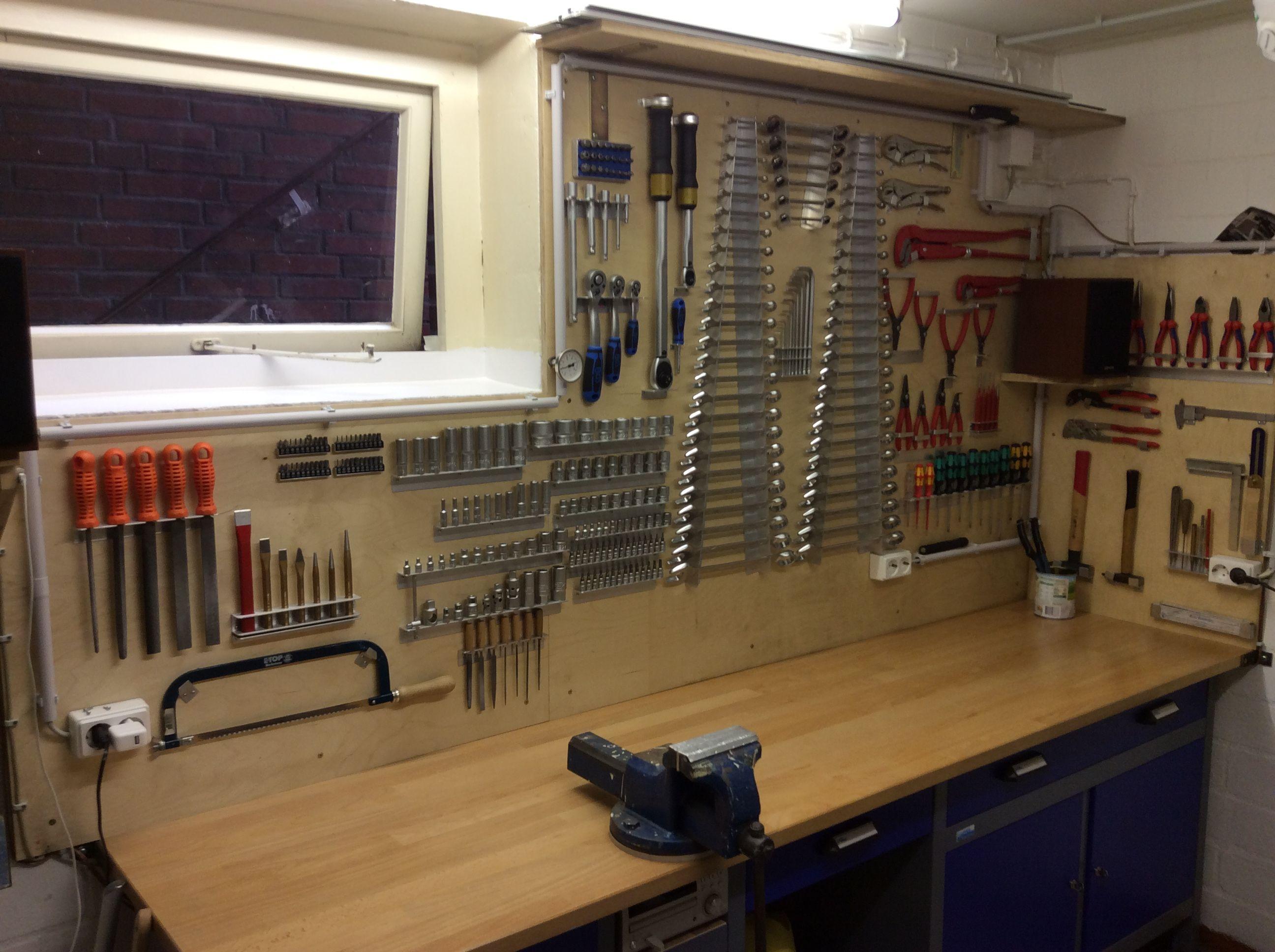 Werkzeugwand  Werkstatt  Werkzeugwand Kellerwerkstatt