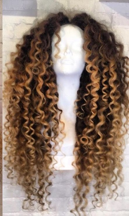 Love the blond ombre on those curls