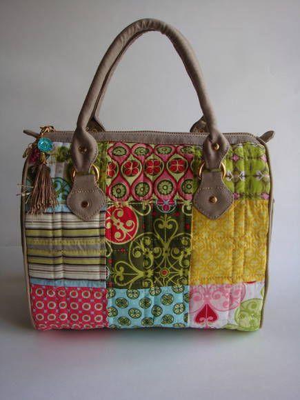 Bolsa De Mão Feita Com Papelão : Bolsa feita de patchwork e com laterais lona estonada