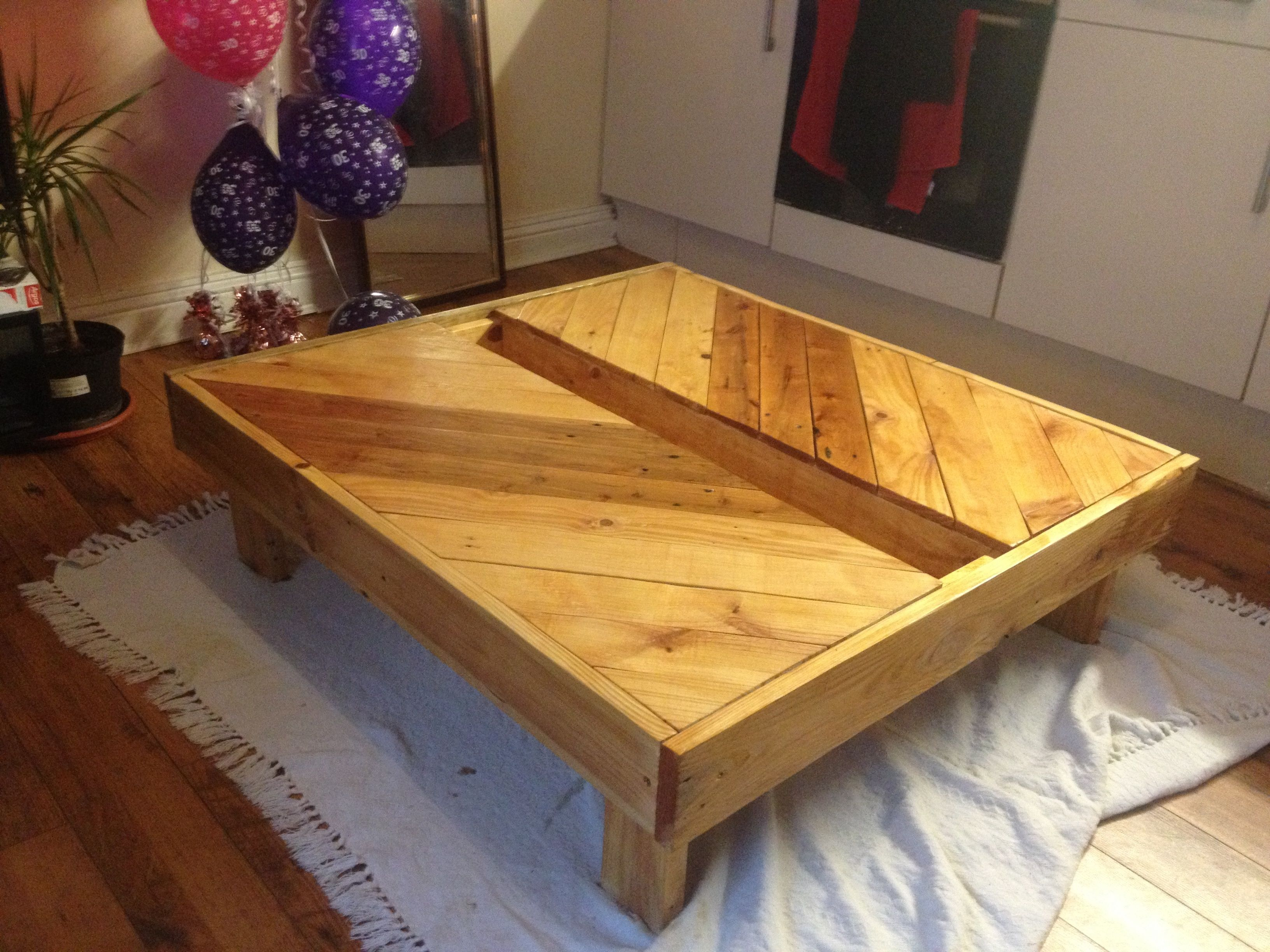 Pallet Table #Garden, #Indoor, #Pallets, #Table, #Upcycled