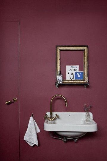 La couleur bordeaux refait son apparition parmis les tendances en d co couleur bordeaux - Salle de bain bordeaux ...