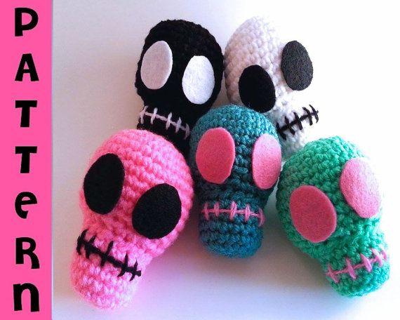 Amigurumi sugar skull 01 | Blogged : petitspixels.com/blg/ma… | Flickr | 456x570