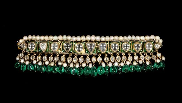 Choker necklace (<em>chintak</em>); probably Hyderabad, late 18th-early 19th century; gold, diamonds, emeralds, pearls, 	enamel; height: 8 cm, width: 28 cm; the al-Sabah Collection, Kuwait, Inv. No. LNS 9 J