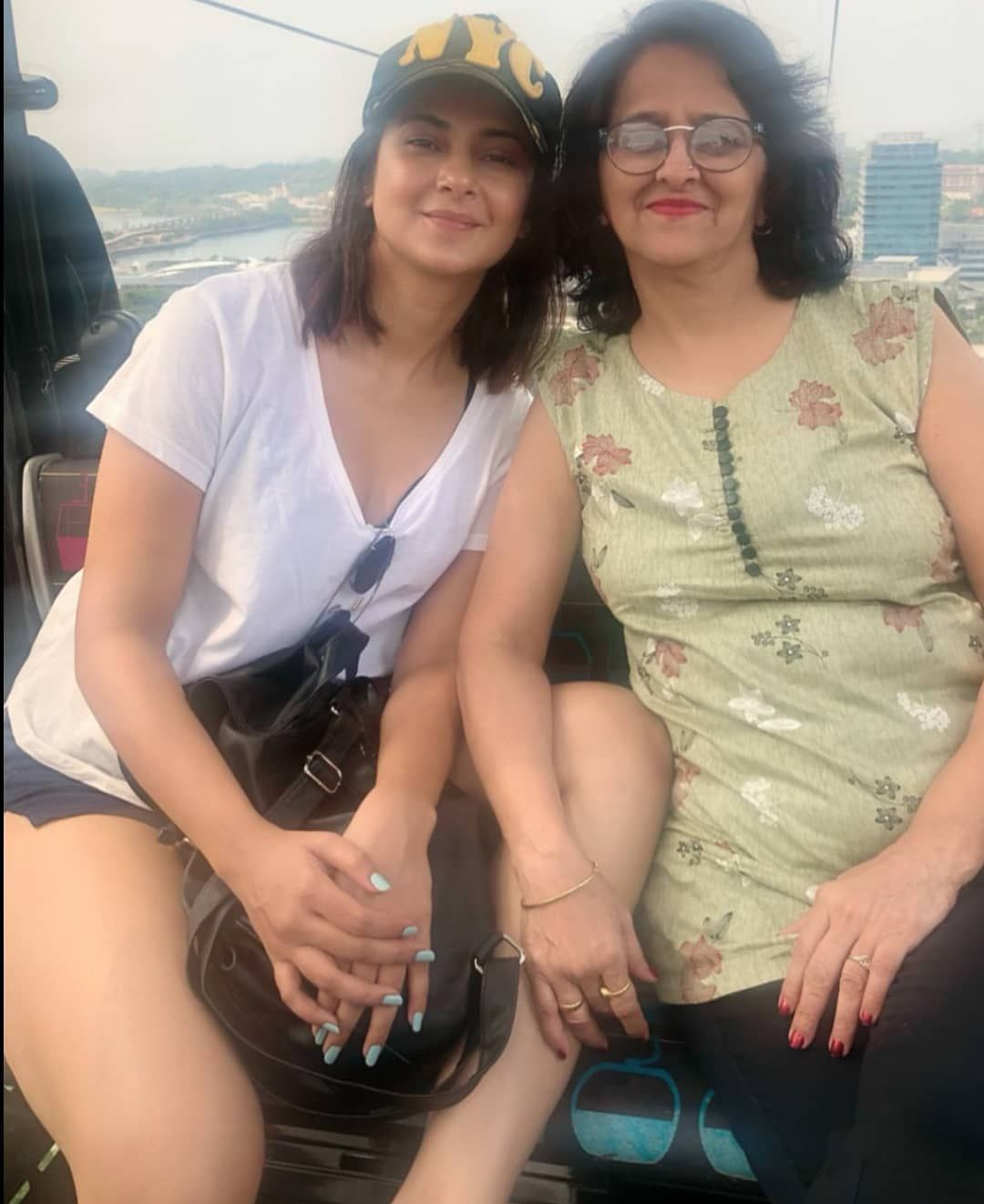Jennifer Winget Shared A Photo With Her Mother While She Is On Vacation And It Is Adorable Check It Out Right Here Jennifer Winget Indian Tv Actress Jennifer