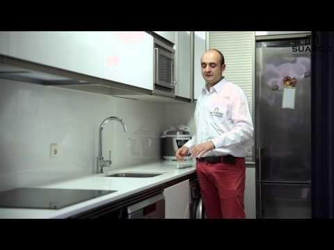 Video de cocinas integrales modernas blancas con tirador for Cocinas integrales blancas pequenas