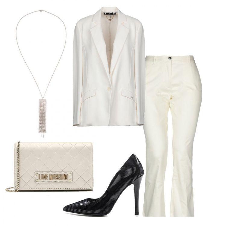 d9da994233664 Una giacca bianca di Elisabetta Franchi portata a nudo sulla pelle ...
