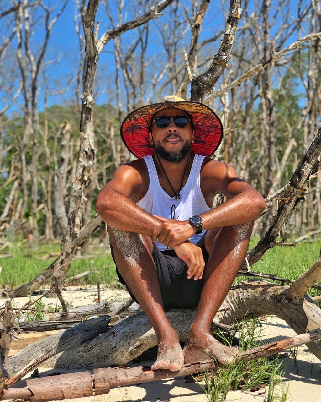 8dcb05ac0c6db O chapéu de palha é indicado para se usar no litoral com roupas típicas de  verão