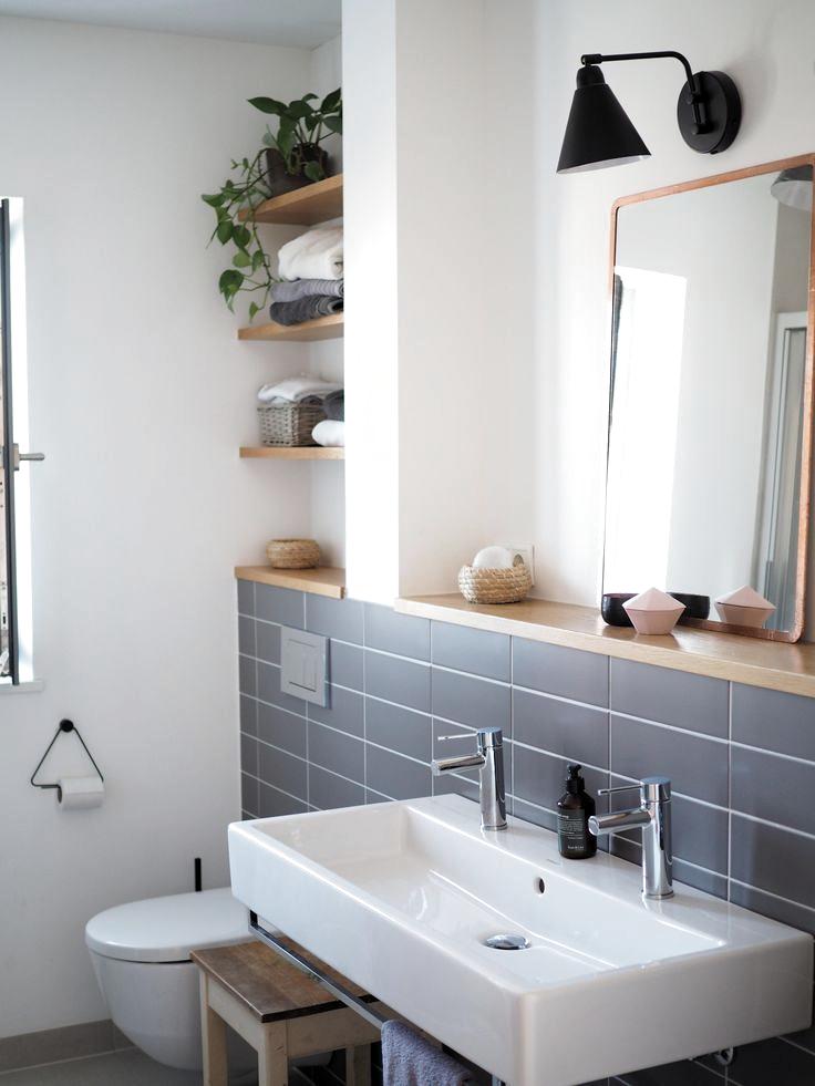 Wenig Fliesen Dazu Ein Bisschen Holz Schwarz Und Viel Weiss Unser Badezimmer Bathroom Badezimm Kleine Fliesen Badezimmer Innenausstattung Badezimmerideen