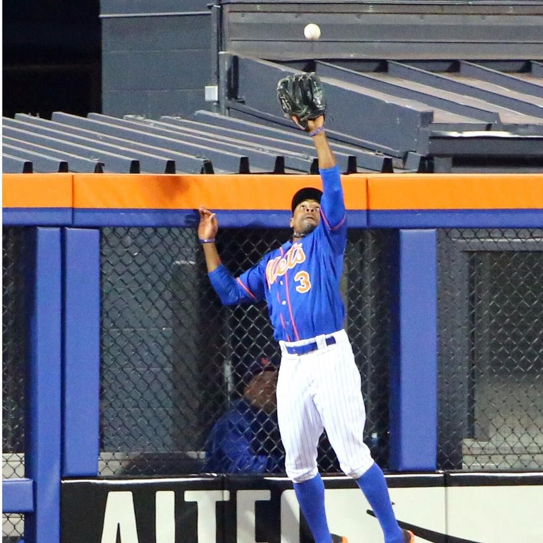 """""""Mets right fielder cgrand3 robs the Cubs' Chris"""