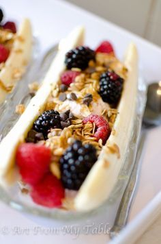 Breakfast Banana Split I A healthy (but just as pretty) way to start your morning off right I Art from my Table