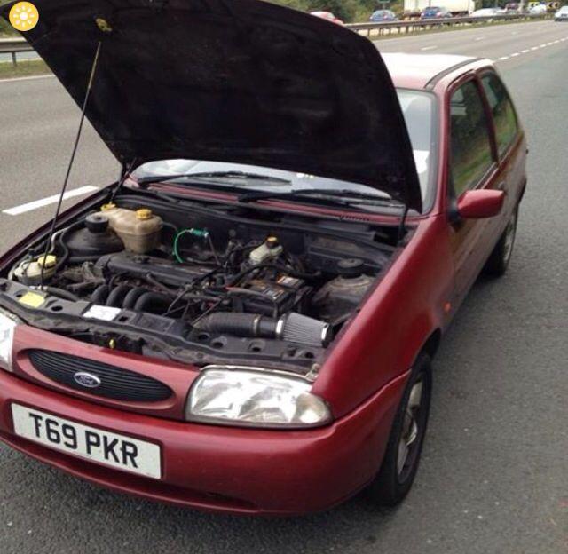 Ford Fiesta 1 25 Zetec Bonnet Open As Usual Past Ford Fiesta
