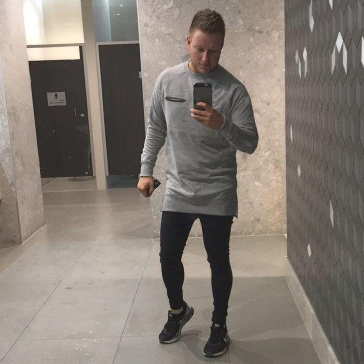 Loving my longline fleece #longline #fleece #cottonon #bathroomselfie #sprayonjeans #tightjeans #gaystagram #instagay #gayfollow #gaymelbourne #melbourne #producer #tannedgay #modelco #bondisands #beard #gaybeard