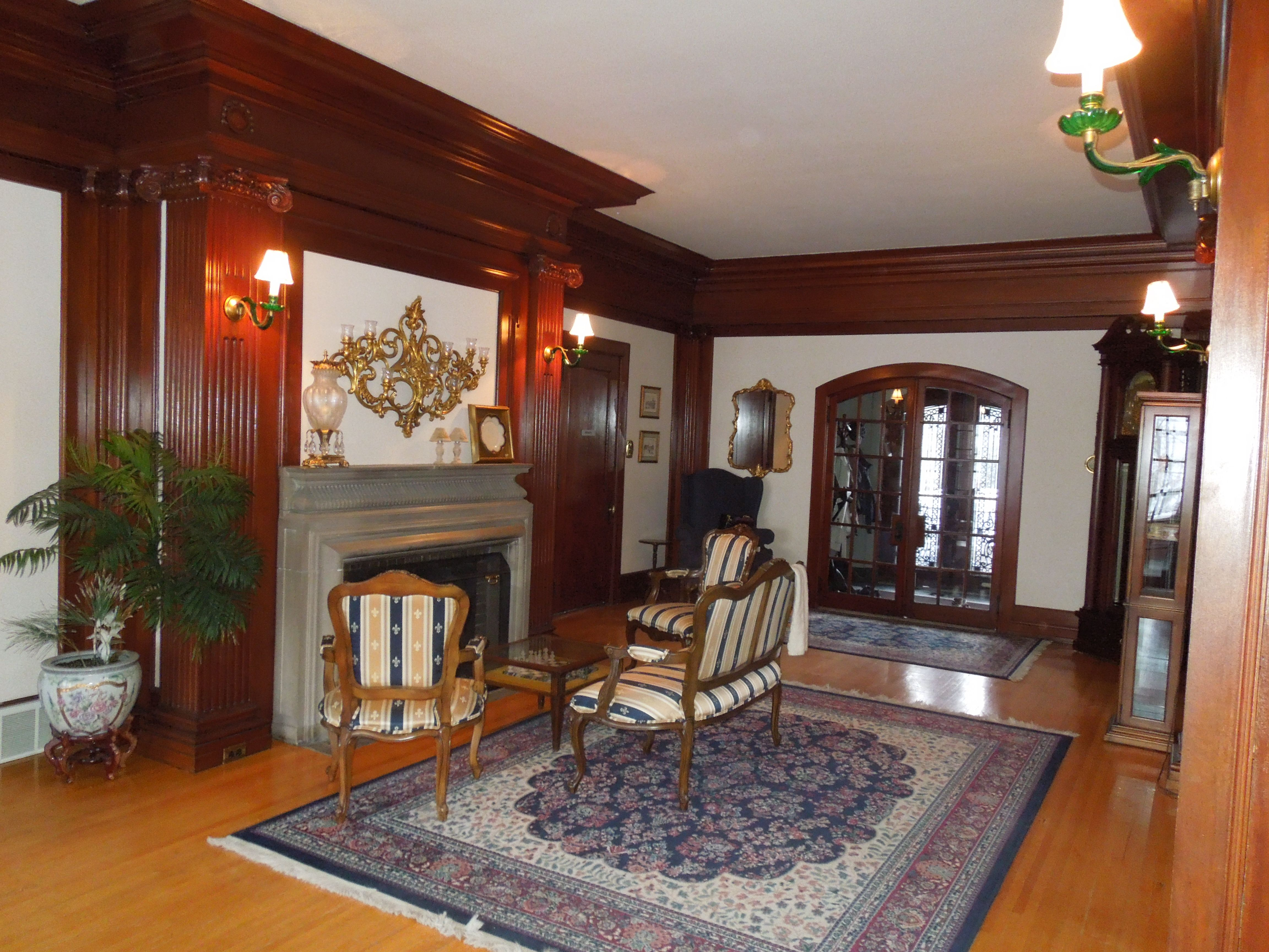 Elegant living room with fireplace at castino la