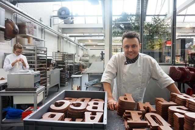 Chocolatier Hein Geers op zijn nieuwe locatie in de Piushaven in Tilburg. #chocolate #Tilburg