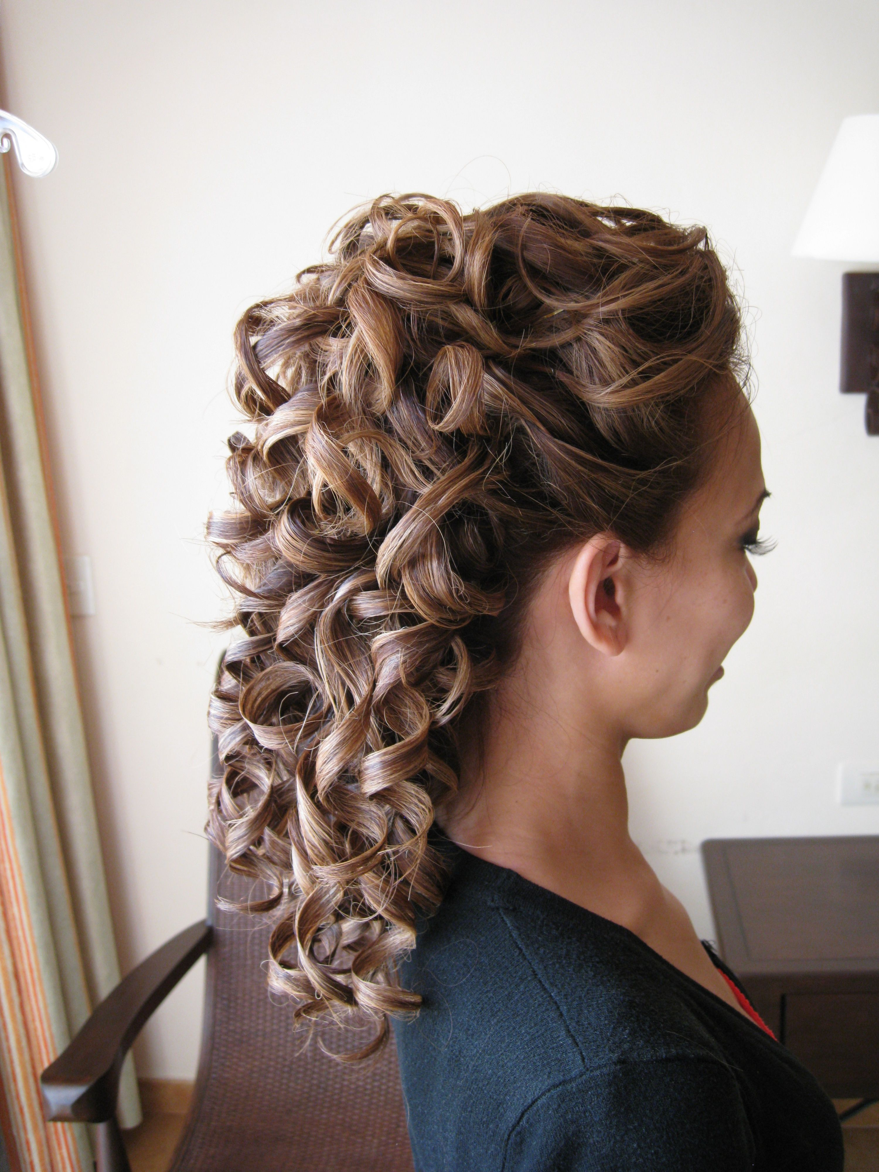 Half Up Half Down Defined Curly Bridal Hairstyle By Doranna