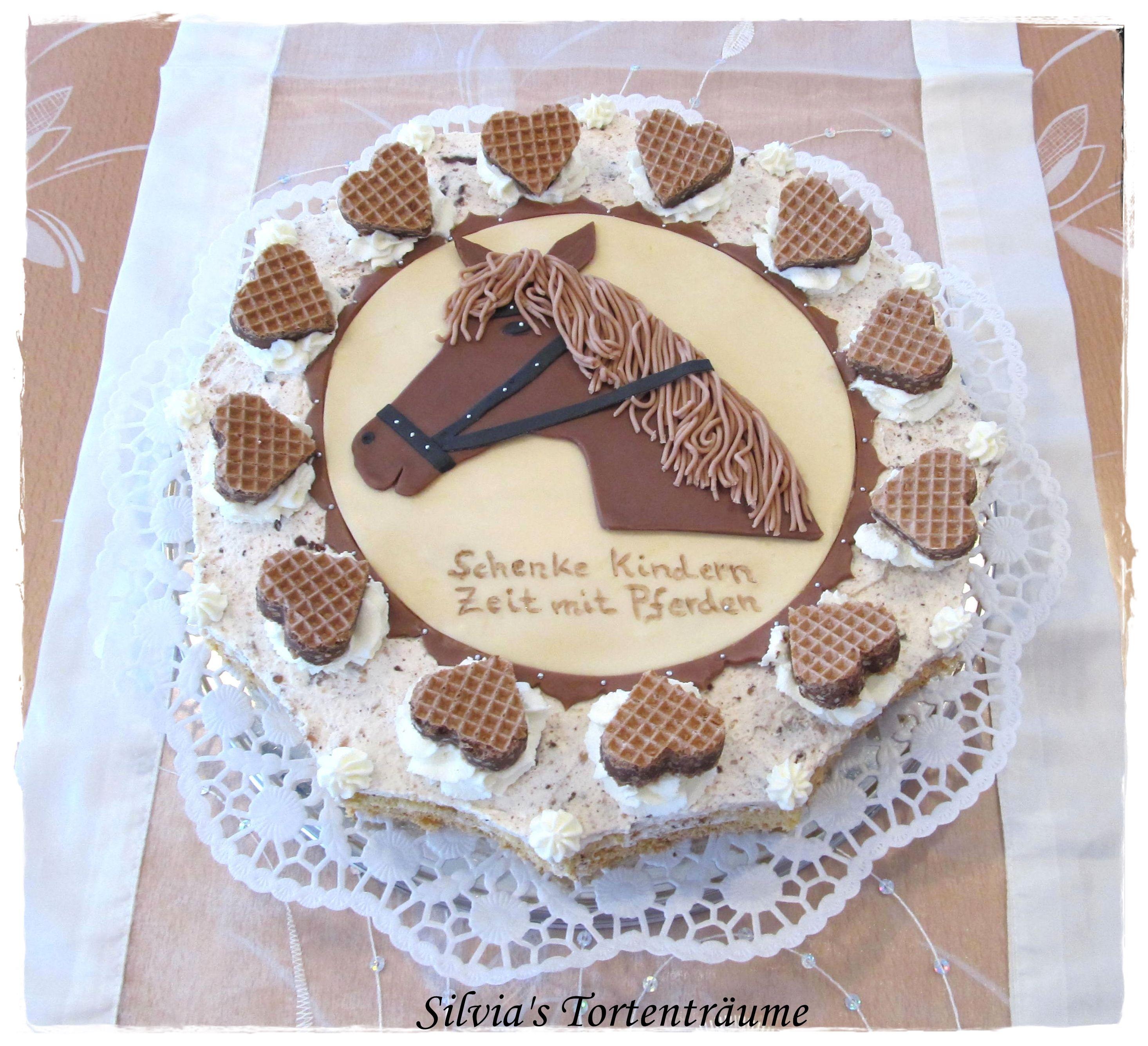 Silvia s Tortenträume Hanuta Torte mit Pferdekopf Aufleger aus Modellierschokolade und Hanutaherzen Originalbeitrag