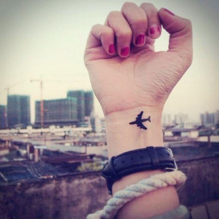 1001 + idées pour un petit tatouage minimaliste et charmant | Meaningful tattoos, Finger tattoos ...