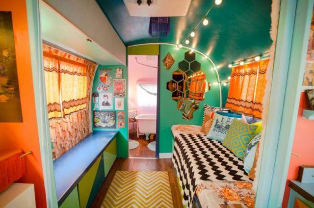 caravane am ricaine airstream la d co multicolore caravane americaine caravane et viers. Black Bedroom Furniture Sets. Home Design Ideas