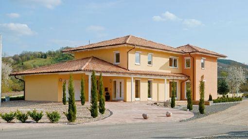 gardenplaza mit mediterran gestalteten dachziegeln wird. Black Bedroom Furniture Sets. Home Design Ideas